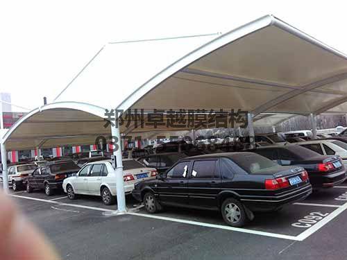 大跨度钢膜结构车棚实拍图