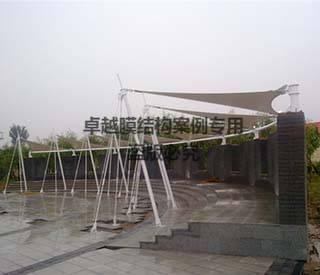 中州大道贾鲁河飞燕膜结构景观