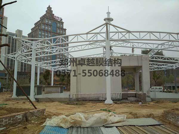 新郑中兴广场膜结构景观钢结构完工