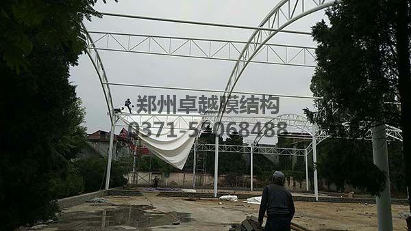 南阳社旗县门球场膜结构顶钢构完成