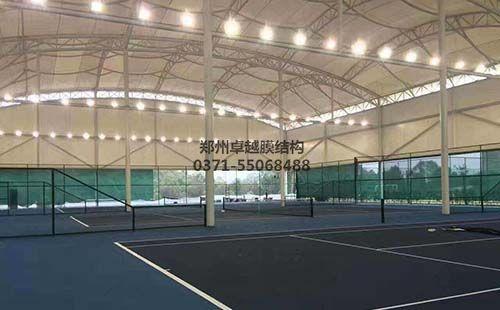 某地网球场膜结构罩棚内部实拍图