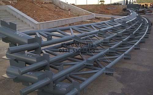 工厂加工完成的管桁架
