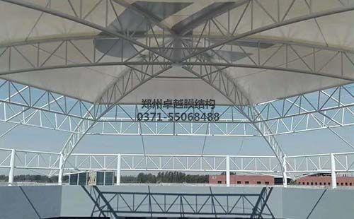 屋顶膜结构施工中