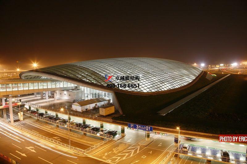 机场膜结构长廊设计,机场膜结构通道雨棚定制