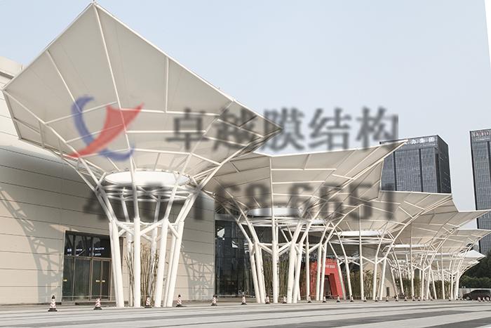 郑州经开区航海东路保税区中大门膜结构景观案例
