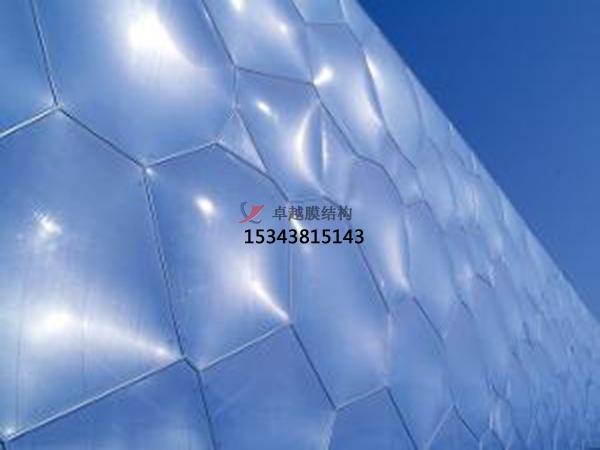 ETFE膜材看台的膜材展开过程