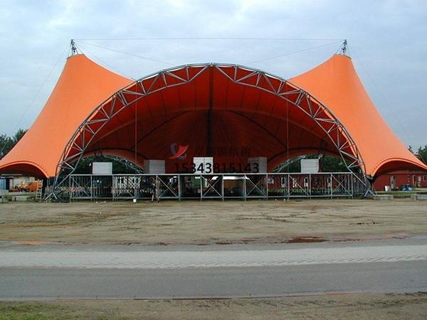 膜结构舞台可以给观众不同的艺术效果